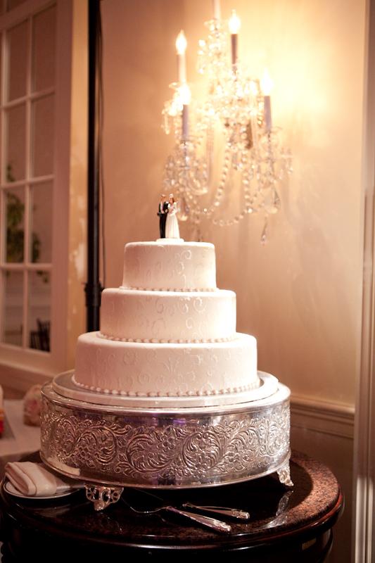 white round wedding cake classic