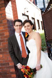 fall-wedding-mango-mini-calla-lily-boutonniere-brown-red