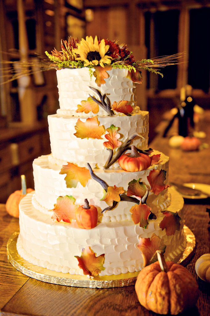 fall-buttercream-wedding-cake-leaves