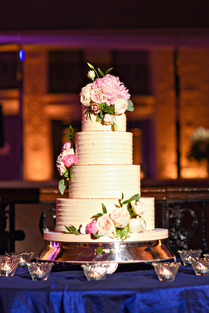 indian fusion wedding Washington DC Mayflower Hotel fluffy thoughts wedding cake textured buttercream