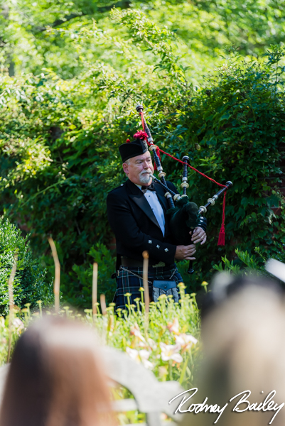 wedding-ceremony-bagpiper