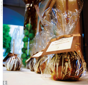 Oh-My-Chocolate-apples-wedding-favors