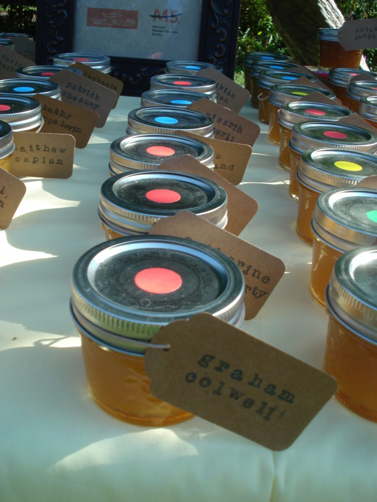 homemade-peach-jam-wedding-favors