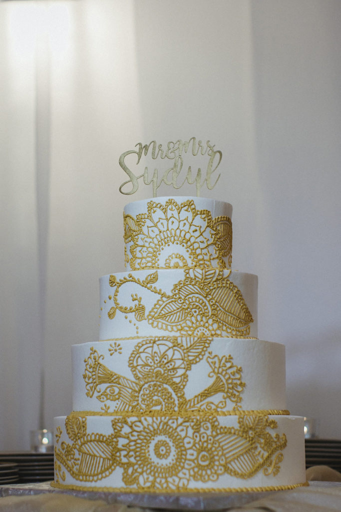indian-design-gold-wedding-cake