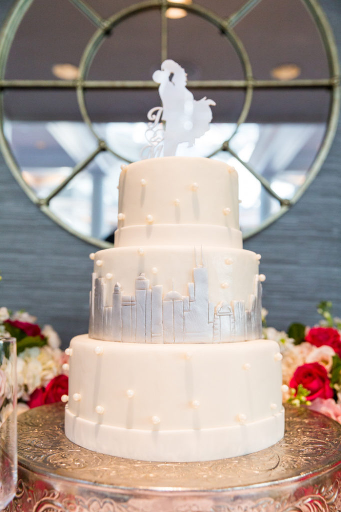 Chicago-skyline-round-wedding-cake-fondant-Fairmont-Hotel-DC