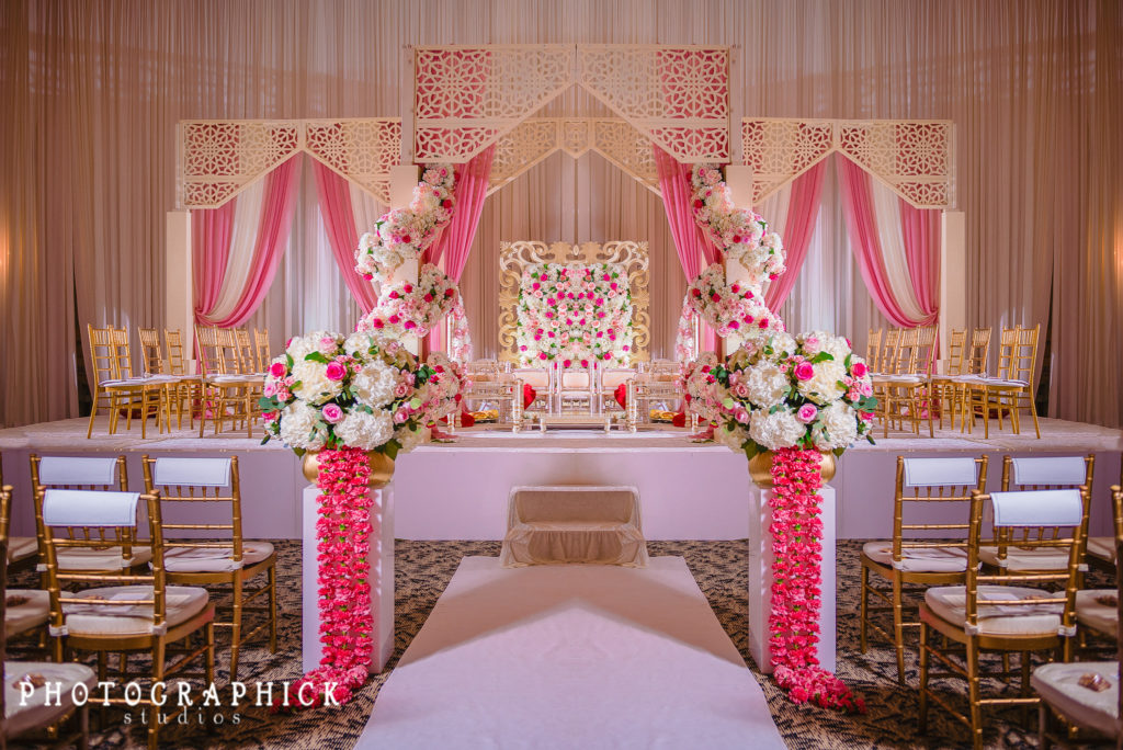 indian-hindu-wedding-ceremony-lattice-mandap-pink-gold