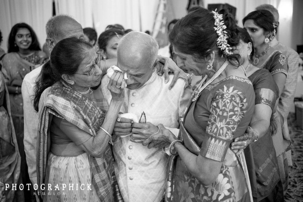 indian-wedding-gujarati-vidaai