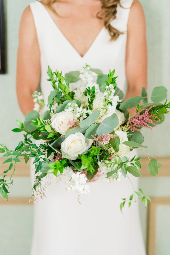 bridal_bouquet_white_green_loose